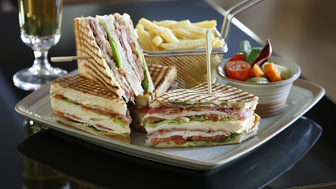 the lounge bar club sandwich